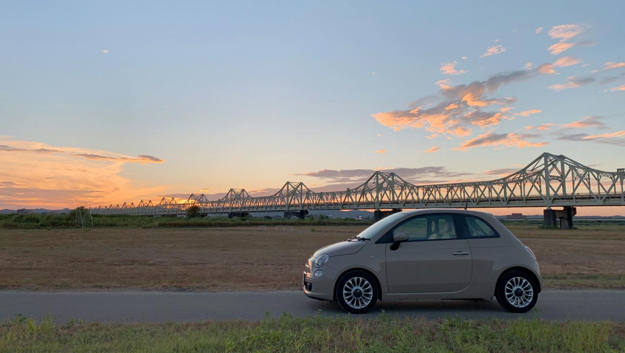 Fiat 500と陸橋 トップページ アイキャッチ